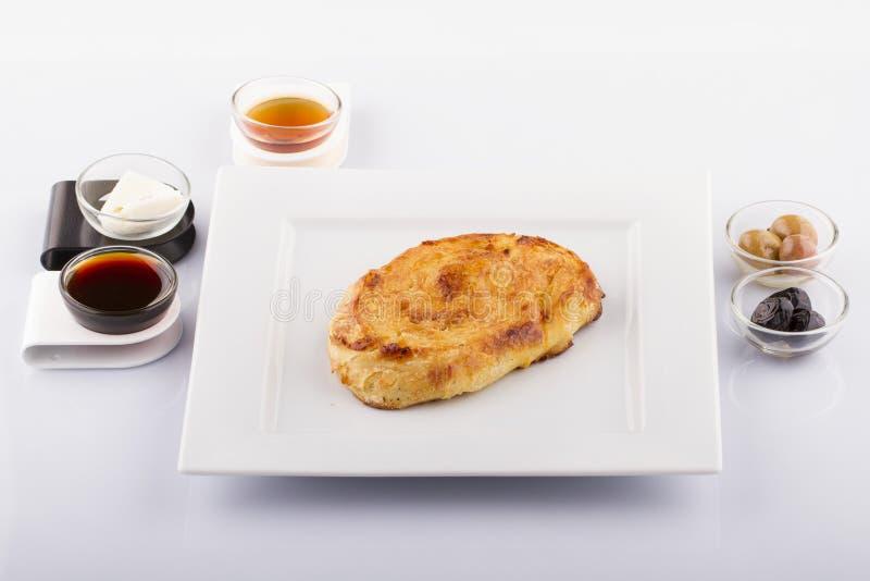 Alimentos turcos da pastelaria em um de madeira fotos de stock royalty free