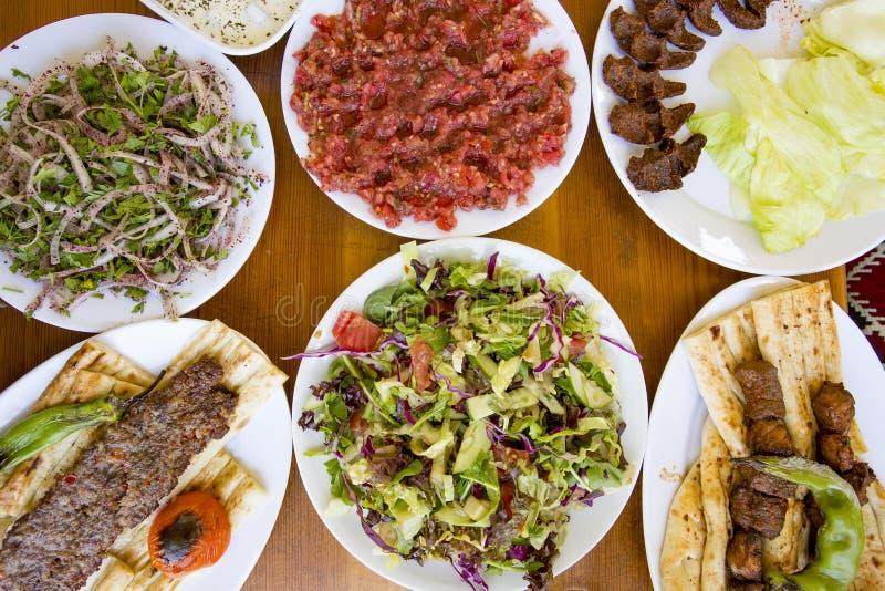 Alimentos turcos deliciosos tradicionais; No espeto de Adana, carne grelhada fotografia de stock