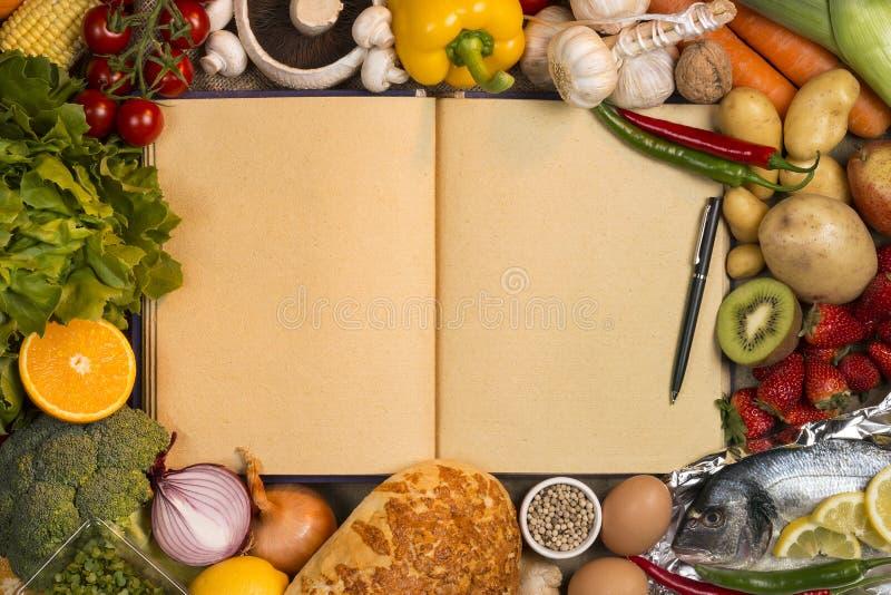 Aliments principaux - livre de recette - l'espace pour le texte images stock