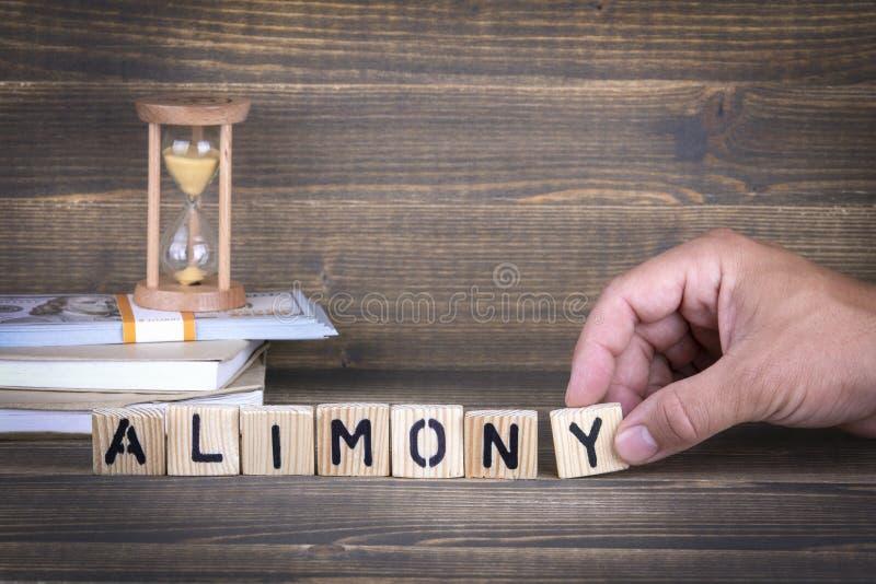 alimony Lettere di legno sulla scrivania fotografia stock libera da diritti