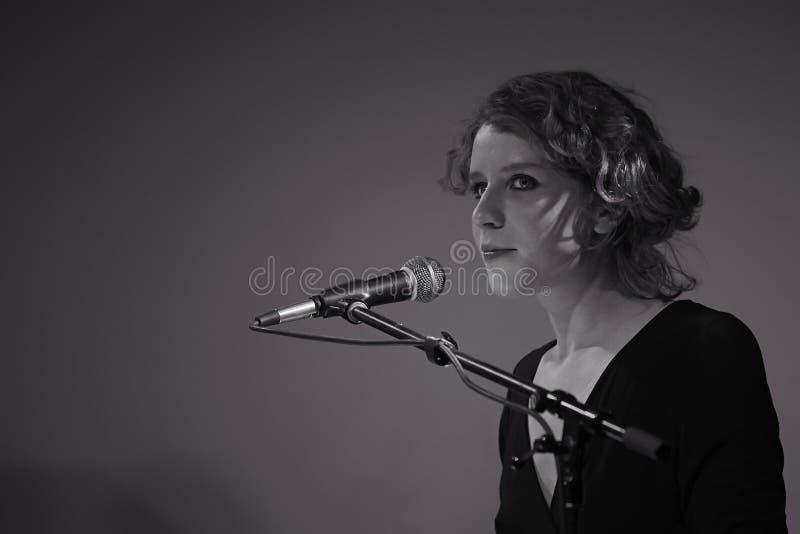 Alina Orlova no concerto de solo no clube de Kiev foto de stock royalty free
