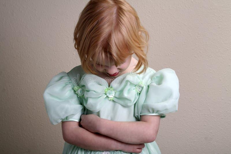 Alineada infeliz del verde de la niña imágenes de archivo libres de regalías