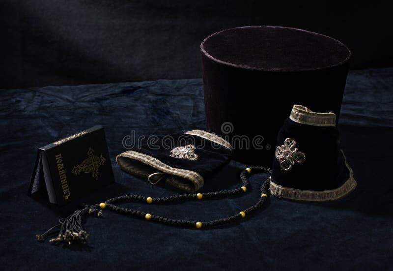 Alineada, libro y granos de rezo administrativos ortodoxos fotografía de archivo