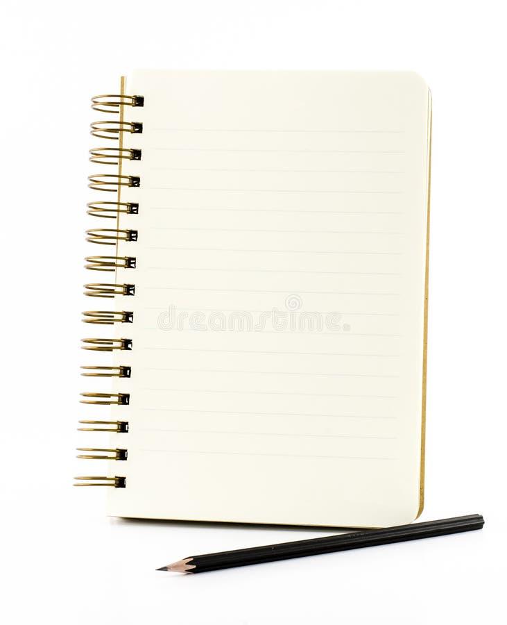Alinee el cuaderno de papel con el lápiz negro aislado en el backgrou blanco fotografía de archivo