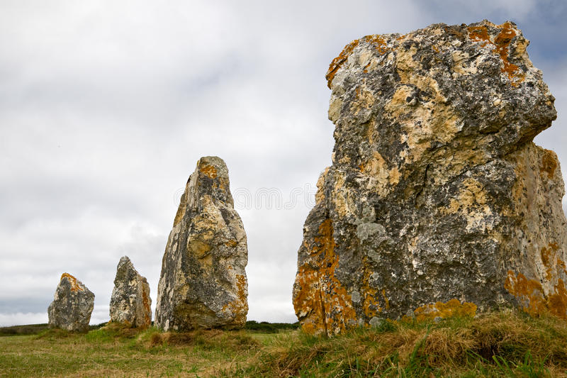 Alinhamento do Menhir em Brittany, France foto de stock royalty free