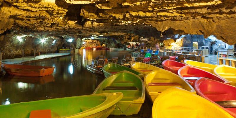 Alisadr grottor Iran arkivfoton
