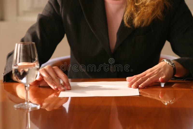 Aliste para firmar foto de archivo