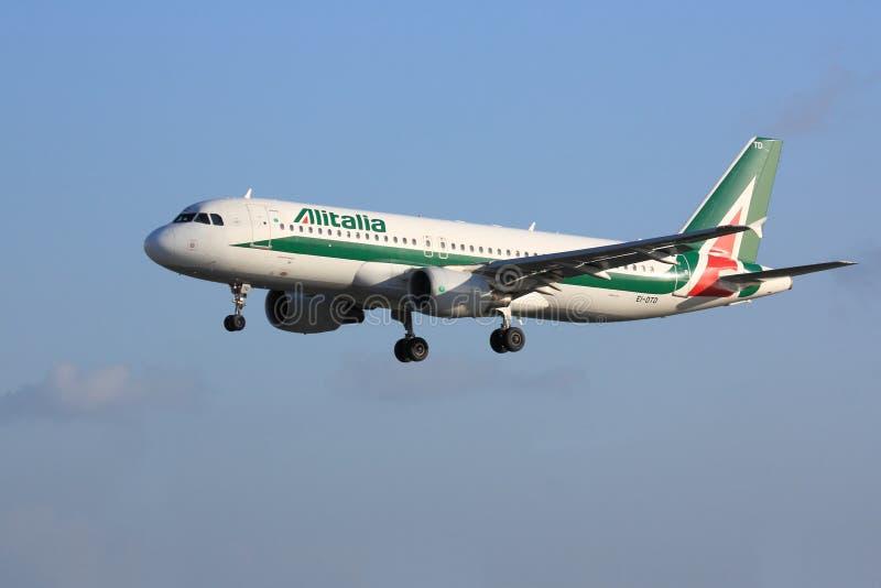 Alitalia Airbus A320 immagini stock