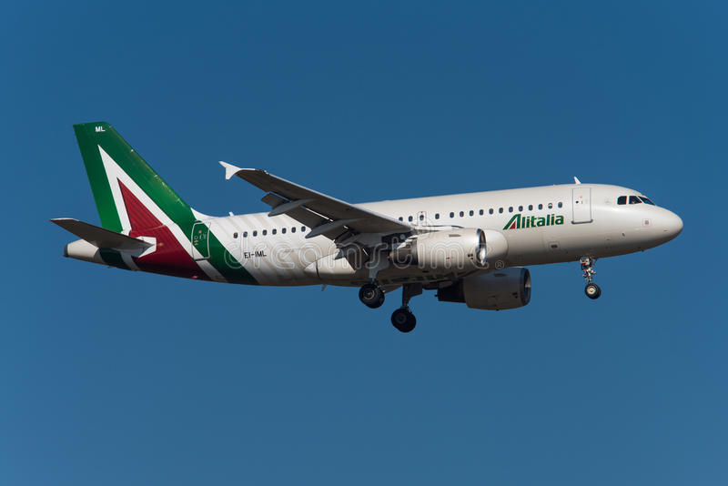 Alitalia Airbus A319. FRANKFURT, GERMANY - MARCH 2016 Alitalia Airbus A319-112, EI-IML, cn 2127 on short final to runway 07R stock images