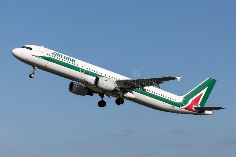 Alitalia Airbus A321-100 fotografia de stock royalty free
