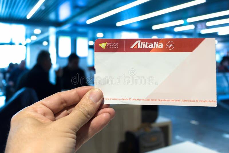 Alitalia linii lotniczej abordażu przepustka obraz royalty free