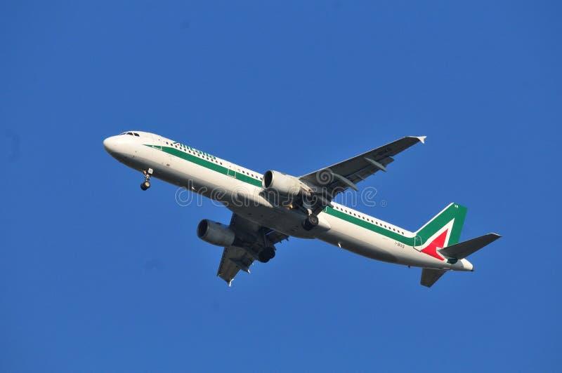 Alitalia linii lotniczej samolot obrazy stock