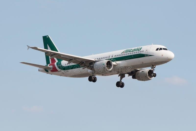 Alitalia samolotu lądowanie obraz royalty free