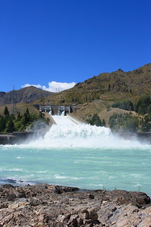 Aliviadero de la hidroelectricidad fotografía de archivo