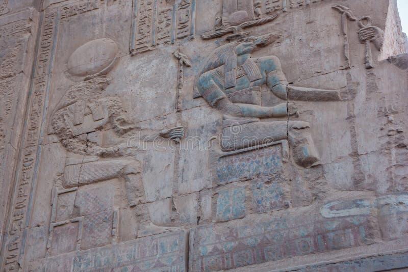 Alivio de Bas de Sobek y de Horus imagenes de archivo