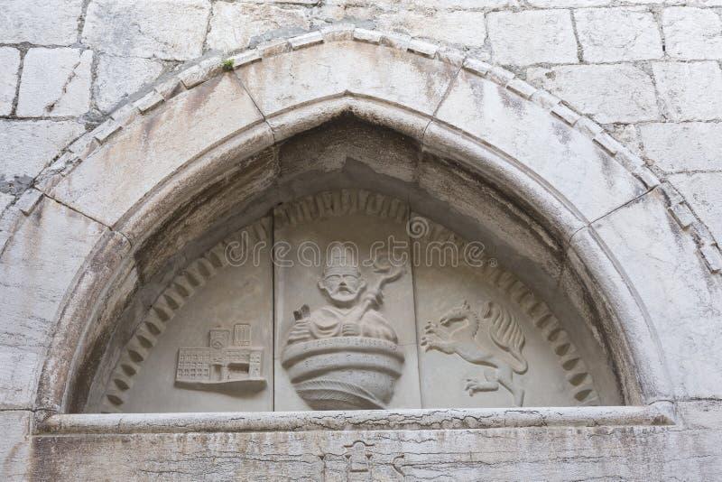 Alivio del santo Isidor en la iglesia vieja imagen de archivo libre de regalías