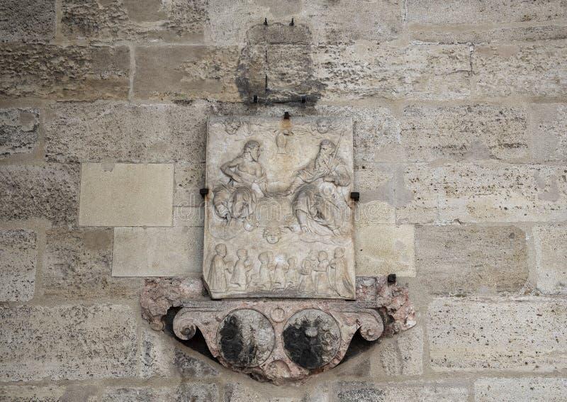 Alivio fascinante en la pared exterior de la catedral de St Stephen, Viena, Austria imagenes de archivo