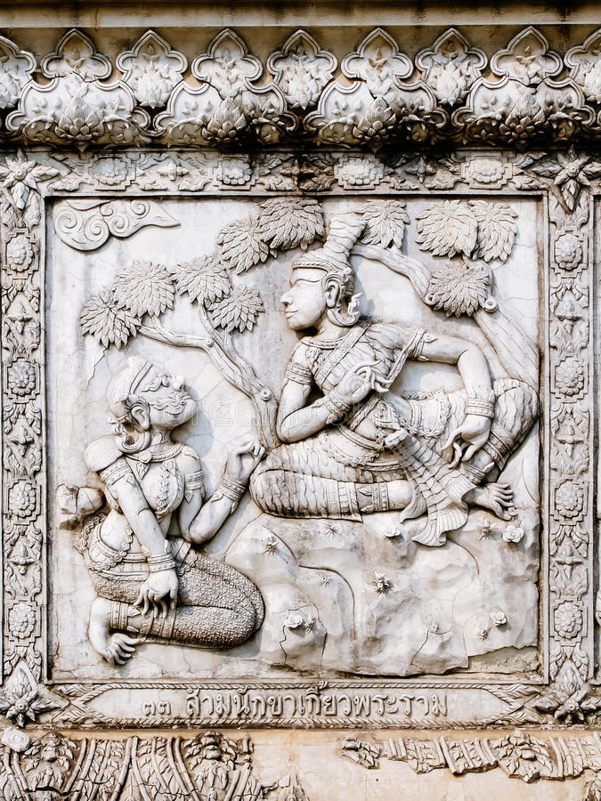 Alivios bajos de la pared del templo de Tailandia, Ayutthaya, tallas de los extranjeros, dioses imagen de archivo