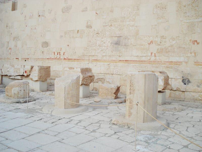Alivios en las paredes Egipto Ruinas de Egipto Columnas antiguas imagen de archivo libre de regalías