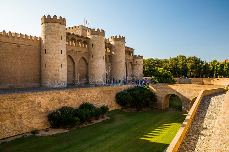 Aljaferia, ein verstärkter mittelalterlicher islamischer Palast in Saragossa - Spanien stockbilder