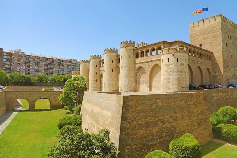 Aljaferia slott i Zaragoza, en medeltida slott som byggs i 11th under islamisk dominans av Spanien fotografering för bildbyråer