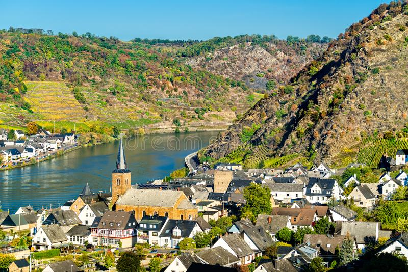 Alkenu miasteczko na Moselle rzece w Palatinate, Niemcy zdjęcia stock