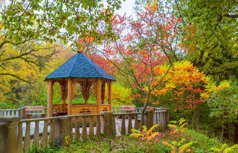 Alkierz w jesień ogródzie obraz royalty free
