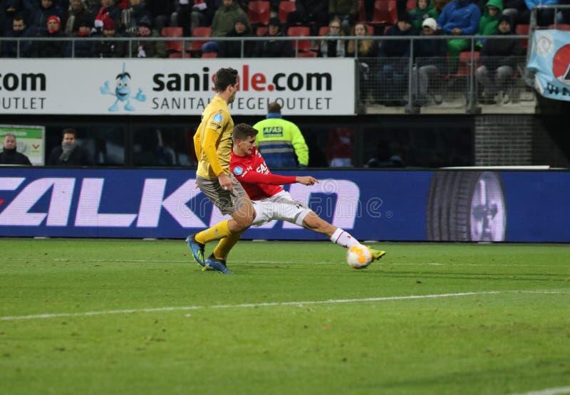 ALKMAAR, NEDERLAND, 15 DECEMBER de Voetbalster Guus Til van 2018 van AZ royalty-vrije stock afbeeldingen