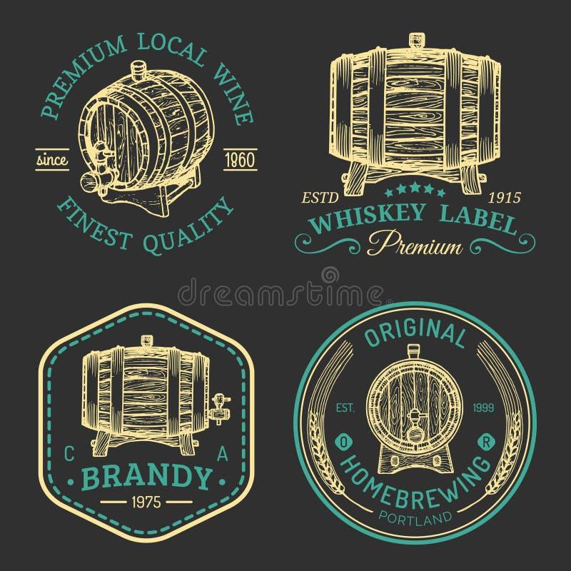 Alkoholów logowie Drewniane baryłki ustawiają z napojów znakami koniak, brandy, whisky, wino, piwo Etykietki, odznaki z kreślić b ilustracji
