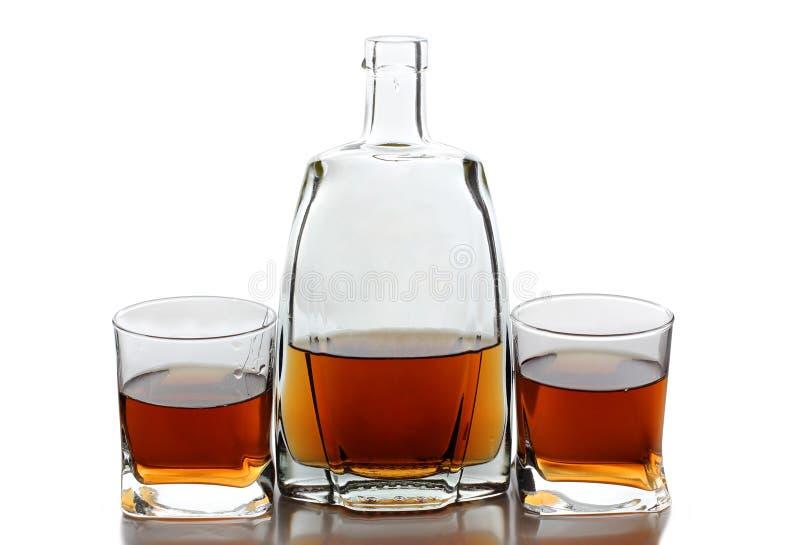 Download Alkohol Butelka I Filiżanka Zdjęcie Stock - Obraz złożonej z alkoholiczka, rząd: 28956880