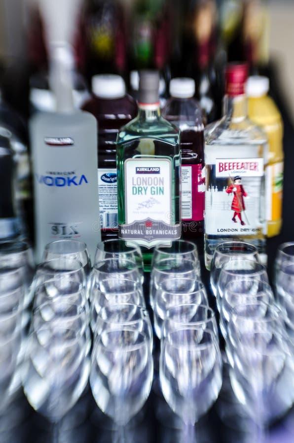 Alkohol an der Bar lizenzfreie stockfotos