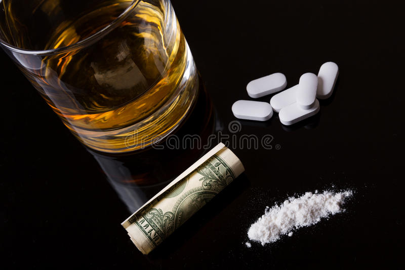 Alkohol, droger och kokain royaltyfri fotografi