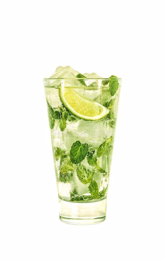 alkohol Mojito, koktajl, sodowany napój, wapno, mennica, odizolowywający, biały tło, kosmos kopii zdjęcia stock