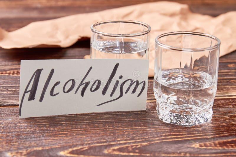Alkoholabhängigkeitskonzept lizenzfreie stockbilder