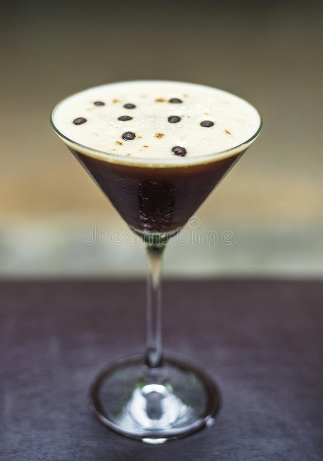 Alkoholisches Cocktailgetränk Espressomartinis stockbilder