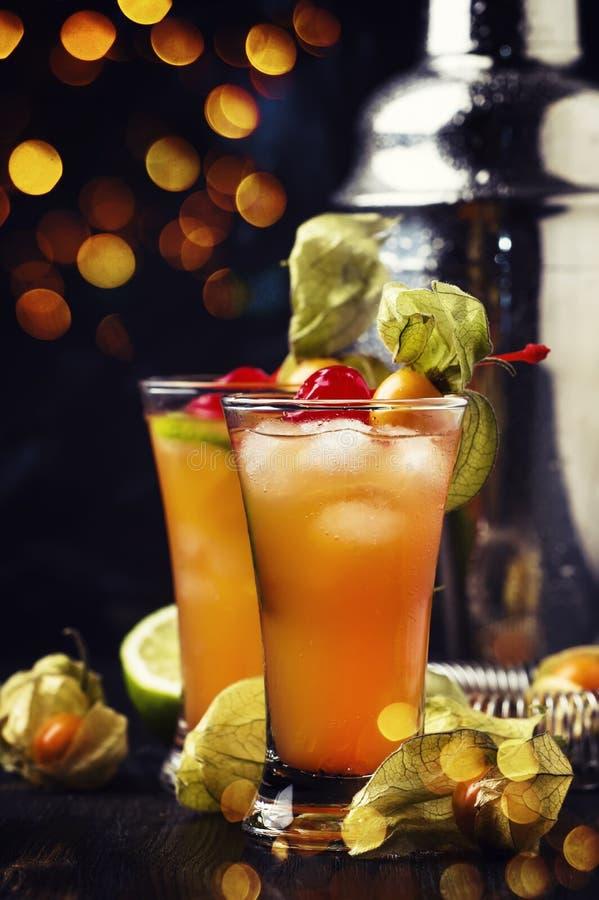 Alkoholiserad coctail med vodka, lik arkivfoto