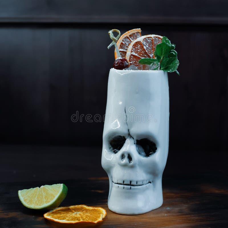 Alkoholiserad söt coctail 'kryddig grapefrukt ', fotografering för bildbyråer