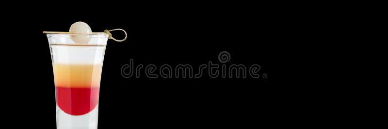 Alkoholiserat original- skott på en svart bakgrund placera text baner arkivfoton