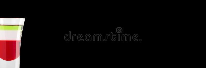Alkoholiserat skott Kazantip på en svart bakgrund placera text baner royaltyfri foto