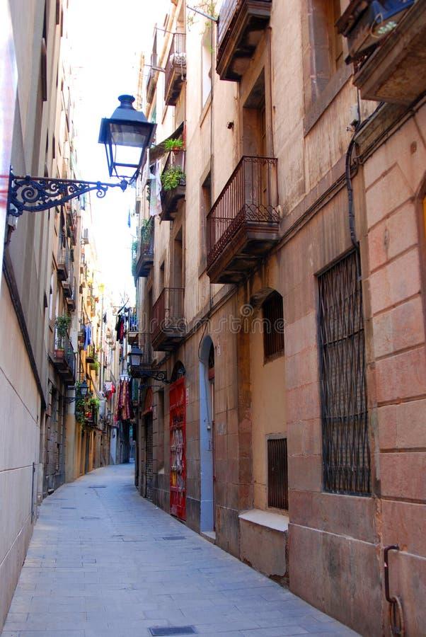 Allée étroite à Barcelone images stock