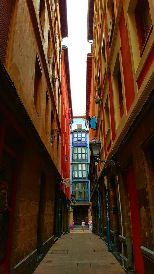 Allée étroite à Bilbao photos libres de droits