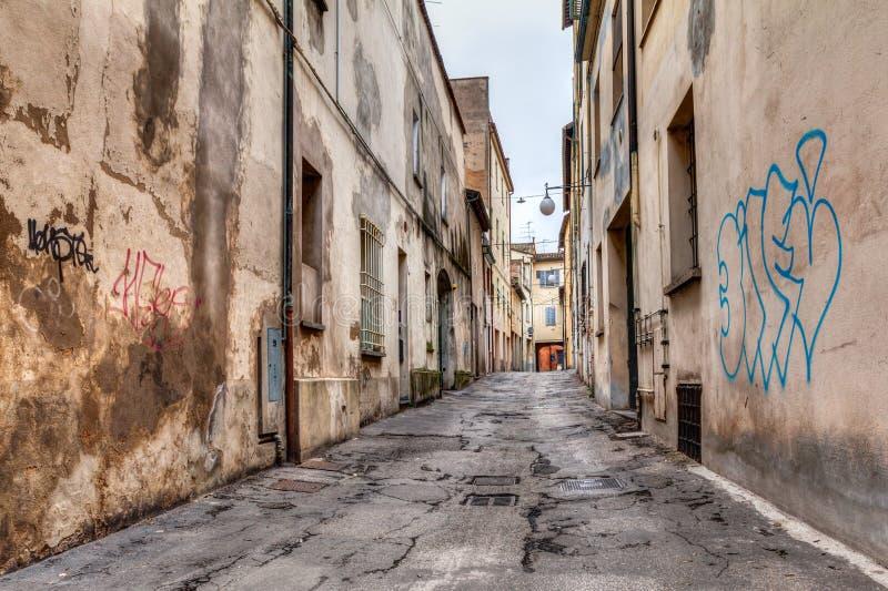 Allée étroite dans la vieille ville images libres de droits