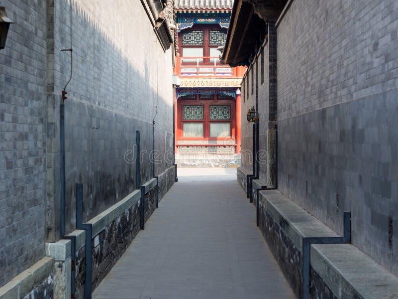 Allée étroite dans le palais de prince Gong photo stock
