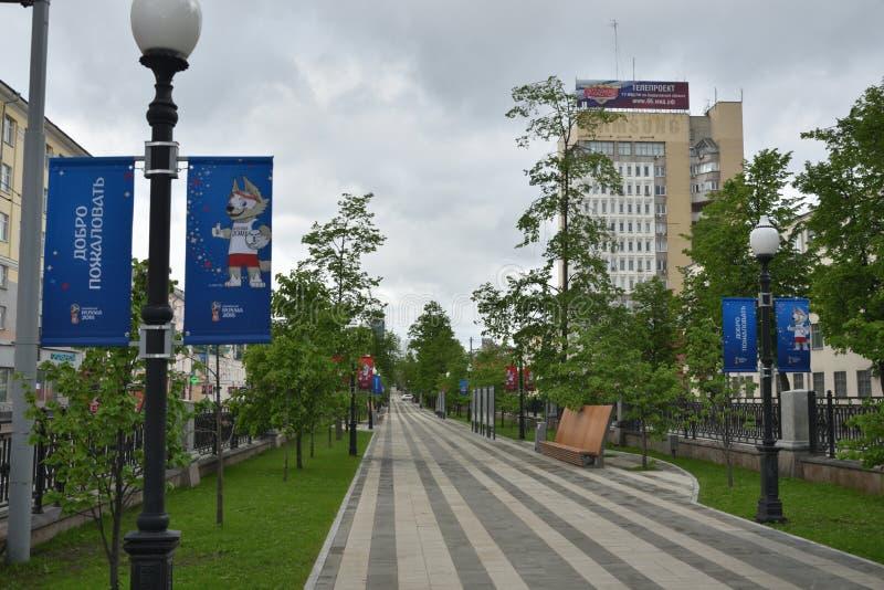 Allée au stade à Iekaterinbourg, où les jeux de la coupe du monde seront tenus photographie stock