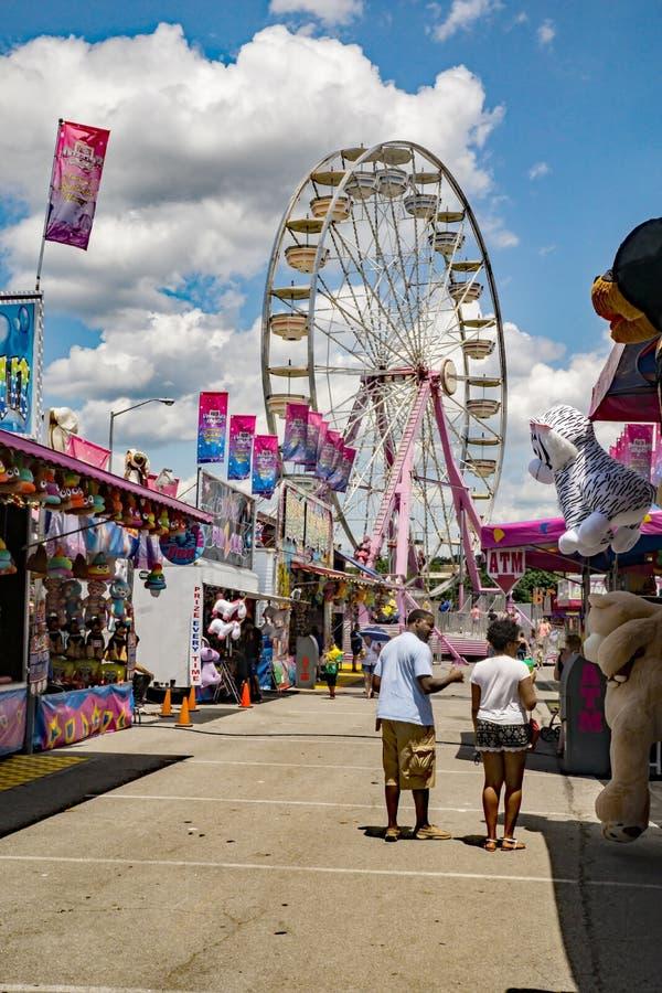 Allée centrale chez 17ème Salem Fair annuel image stock