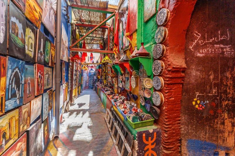 Allée colorée étroite à Fez image stock