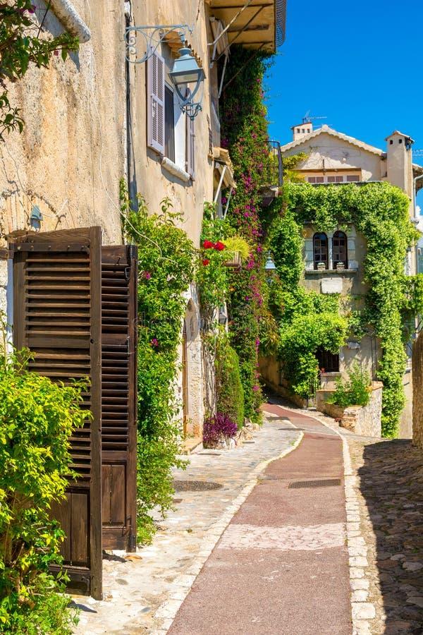 Allée de charme dans la ville Saint-Paul-De-Vence en Provence, Cote d'Azur, France photographie stock libre de droits