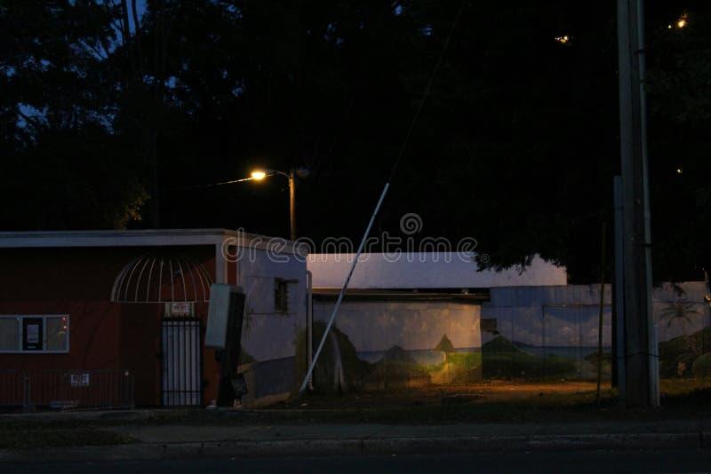 Allée de nuit images libres de droits