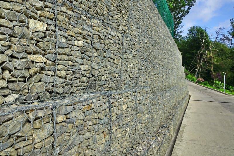 Allée et drains concrets sur Hillside images libres de droits