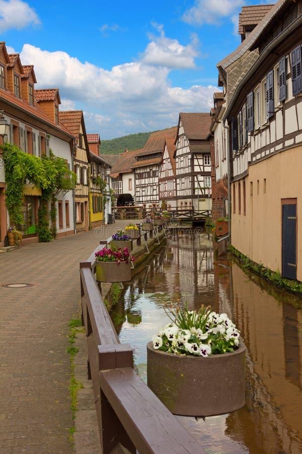 Allée historique de moulin, village d'annweiler, Sarre photo stock
